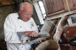 Willem de Witte in de mosterdmakerij